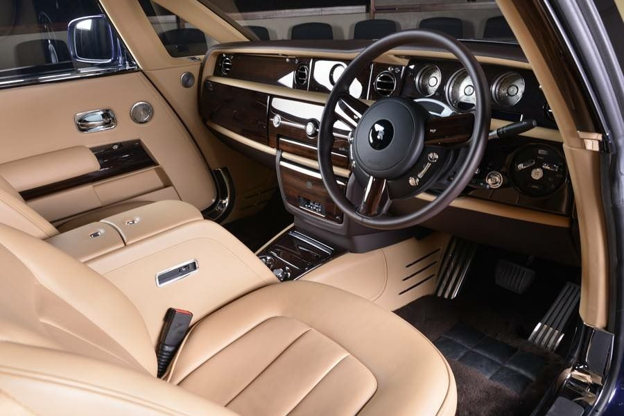 Rolls Royce Sweptail: cockpit